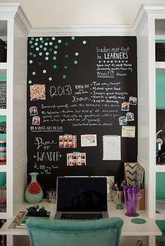 #Deco tip: La casa es el mejor escenario para soltar tu lado creativo, utiliza pintura de pizarrón y aplicala en muros, muebles, objetos y cualquier rincón que se te ocurra, además de verse original será divertido escribir y dibujar en familia. #decor #decoración #hogar #interiordesign #homedecor