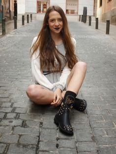 El blog Be Rock Be Fashion con vestido de Altona Dock y botas de @Gioseppo, es un conjunto ideal para las tardes de primavera. Biker, Blog, Shoes, Fashion, Dress, Boots, Spring, Moda, Zapatos