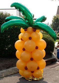 Pineapple made of balloons! I like this!