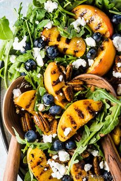 A grilled peach salad with blueberries and arugula on a large platter with wooden salad tongs. Salade Grilled Peach and Arugula Salad with Goat Cheese and Sweet Honey Balsamic Dressing Grilled Peach Salad, Grilled Peaches, Grilled Chicken Salad, Grilled Avocado, Avocado Chicken, Honey Balsamic Dressing, Best Salads Ever, Summer Side Dishes, Cooking Recipes
