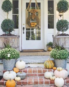 Farmhouse Fall Porch | Little White House Blog | www.instagram.com/mrslaurenash