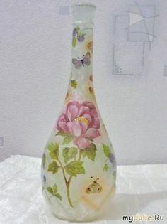 Декупаж с рисовой бумагой на бутылке http://dcpg.ru/mclasses/butil-ris2/ Click on photo to see more! Нажмите на фото чтобы увидеть больше! decoupage art craft handmade home decor DIY do it yourself bottle rice paper varnish