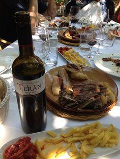 Marqués de Terán Crianza con chuletón en el  Restaurante Masip de Ezcaray (La Rioja).