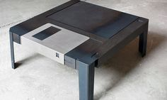 Nostalgia: mesa com formato de disquete