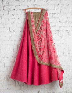 100 Swati Manish lehengas that will make you wish you were getting married today There are so many shades of pink out there, but this pink lehenga is my favourite. Indian Wedding Outfits, Indian Outfits, Bridal Outfits, Indian Attire, Indian Wear, Mode Bollywood, Bollywood Fashion, Xl Mode, Indian Lehenga
