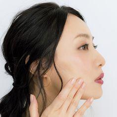もはや魔法!中野明海の「リフトアップ」メイク 五選   Web eclat   Jマダムのための50代ファッションサイト Asian Girl, Beauty Hacks, Hoop Earrings, Make Up, Eclat, Hair, Decor, Asia Girl, Decoration