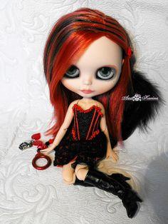 Annysia custom Blythe doll in a #fetish #Goth girl style