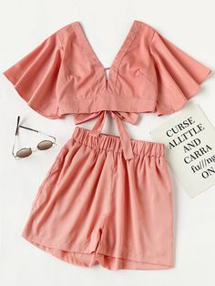 ¡Cómpralo ya!. Plunging V-neckline Knot Back Crop Top With Shorts. Shorts Pink Cotton Blends Plain V neck Short Sleeve Bow Sexy Vacation Fabric has no stretch Summer Two-piece Outfits. , topcorto, croptops, croptop, croptops, croptop, topcrop, topscrops, cropped, topbailarina, corto, camisolacorta, crop, croppedt-shirt, kurzestop, topcorto, topcourt, topcorto, cortos. Top corto de mujer de SheIn.