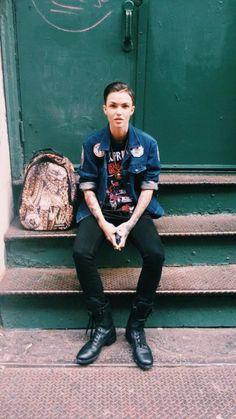 Street Style / denim jacket