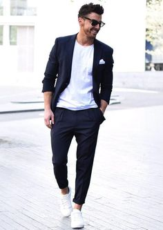 Squarely between fancy and lazy is the men's smart casual dress code. But what is the smart casual dress code and how did it come to be? Mens Fashion Blog, Fashion Mode, Mens Fashion Suits, Mens Smart Casual Fashion, Smart Casual Menswear, Paris Fashion, Runway Fashion, Girl Fashion, Fashion Ideas