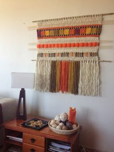Telaresytapices .... Maria Elena Sotomayor : Colores!! Weaving Textiles, Weaving Art, Weaving Patterns, Tapestry Weaving, Loom Weaving, Hand Weaving, Weaving Wall Hanging, Hanging Wall Art, Peg Loom