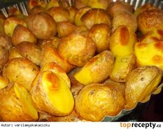 Pečené brambory s bylinkami, uzenou paprikou a pivem Pretzel Bites, Food And Drink, Potatoes, Bread, Vegetables, Cooking, Health, Recipes, Red Peppers