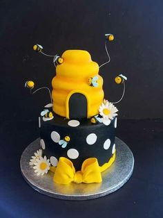 Akylah Bee Day Cake!