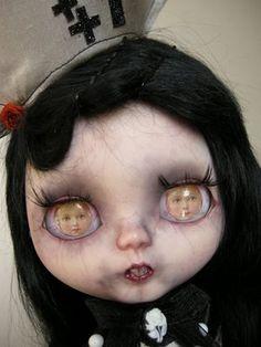 """BlogThis!Partager sur TwitterPartager sur Facebook  """"Nurse Dark Lily"""" Blythe Custom OOAK réalisée par Julien Martinez Pièce unique"""