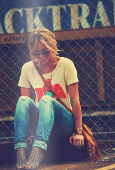 Lovevthe casual, stylish, funky vibe of this outfit :) Style Work, Mode Style, Style Me, Simple Style, Denim Fashion, Look Fashion, Womens Fashion, Fashion Shoes, Bohemian Fashion