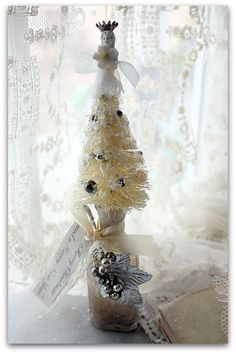 Charlotte angel tree topper