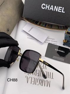 Girl With Sunglasses, Cute Sunglasses, Sunglasses Accessories, Sunnies, Chanel Fashion, Fashion Bags, Real Diamond Earrings, Glasses Trends, Jordan Shoes Girls