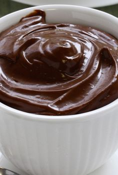 This really delicious and easy to make recipe for The Best Sugar Free Chocolate Mousse is made without adding eggs and is also gluten free. Peanut Butter Desserts, No Bake Desserts, Delicious Desserts, Dessert Recipes, Yummy Food, Dessert Ideas, Chocolate Mousse Recipe, Salted Chocolate, Sugar Free Chocolate