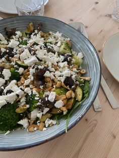 Gnocchi Salat, Zucchini, Desert Recipes, Cobb Salad, Food Deserts, Content, Plants, Dried Dates, Broccoli Salads