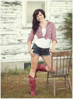 senior portrait ideas for girls | Senior Portrait Ideas I love -girls / Photography by Kelly Klatt