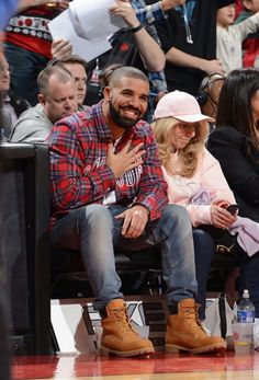 Drake and his mom❤❤❤❤