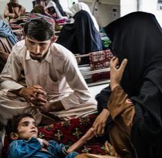 Hoje, a organização humanitária internacional Médicos Sem Fronteiras (MSF) relembra um dos momentos mais sombrios de sua história. No dia 3 de outubro de 2015, ataques aéreos dos Estados Unidos mataram 42 pessoas e destruíram o hospital de trauma de MSF em Kunduz, no Afeganistão. No momento em que lamentamos a perda de nossos colegas e pacientes, ficamos com a pergunta: será que ainda é possível oferecer cuidados médicos de maneira segura na frente de batalha dos conflitos? No último ano…