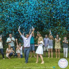 Raining blue confetti is great, but these other ideas will take your reveal party to the next level. Confetti Cannon Gender Reveal, Gender Reveal Confetti Poppers, Gender Party, Baby Gender Reveal Party, Gender Reveal Smoke Bomb, Futur Parents, Gender Reveal Shirts, Photo Souvenir, Party Decoration