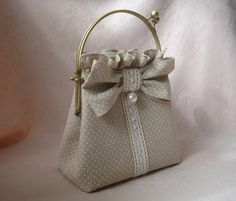 Gallery.ru / Фото #34 - сумочки - Vill65 Embroidery Purse, Frame Purse, Handmade Purses, Luxury Handbags, Cosmetic Bag, Bucket Bag, Bag Accessories, Purses And Bags, Coin Purse