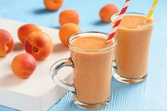A quick and low-calorie way to refresh on hot days! Vanilla Smoothie, Avocado Smoothie, Vanilla Yogurt, Shake, Chocolate Peanut Butter Smoothie, Healthy Weight Gain, Healthy Sugar, Banana Slice, Oranges And Lemons
