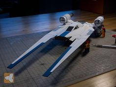 Rogue One: A Star Wars Story - U-Wing Troop Transport Paper Modelby Papier Schnitzel Fly Paper, Paper Art, Paper Crafts, Paper Airplane Folding, Starwars, U Wing, Rogue One Star Wars, Papercraft Download, Star Wars Models