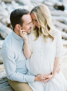 Oceanside maternity session | Belle Lumiere Magazine
