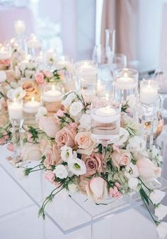 deco de salle mariage theme bleu mariage de couleur avec le bleu bougies