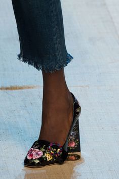 Dolce & Gabbana at Milan Fashion Week Spring 2017 - Details Runway Photos