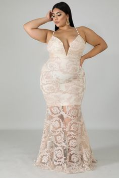 5 Dress Styles That Will Make You Look Thinner Curvy Outfits, Classy Outfits, Plus Size Outfits, Classy Clothes, Prom Dress Shopping, Online Dress Shopping, Curvy Women Fashion, Plus Size Fashion, Ankara Gowns