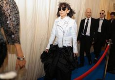 Rei Kawakubo at the 2017 Met Gala. Rihanna Photos, Met Gala Red Carpet, Fashion Show, Fashion Design, Fashion Trends, Really Cute Outfits, Mature Fashion, Comme Des Garcons, Street Outfit