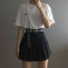 Korean Fashion Trends you can Steal – Designer Fashion Tips Korean Fashion Trends, Korean Street Fashion, Asian Fashion, Look Fashion, Fashion Design, Korea Fashion, Fashion Photo, Teen Fashion, Edgy Outfits