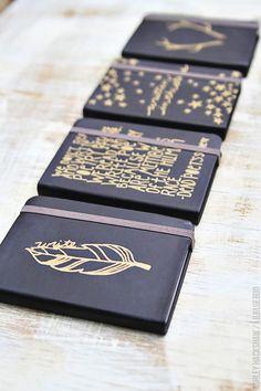 Easy DIY Journals for holiday gifts using metallic Sharpie markers. Sharpie Crafts, Sharpie Art, Gold Sharpie, Sharpie Markers, Notebook Covers, Journal Covers, Diy Cadeau, Ideias Diy, Diy School Supplies