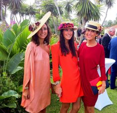 Invitadas perfectas. #sombreros #boda #wedding #pingletonhats #hats #fashion #adorable #cute #mujer #girl #moda #celebración #invitada #look #outfit #elegante #elegant http://www.pingletonhats.com/es/