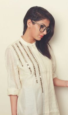 How To Style A Chain Braid? Tutorial for chain braid Stylish Dress Designs, Stylish Dresses For Girls, Designs For Dresses, Dress Neck Designs, Simple Dresses, Simple Pakistani Dresses, Pakistani Fashion Casual, Pakistani Dress Design, Kurti Embroidery Design
