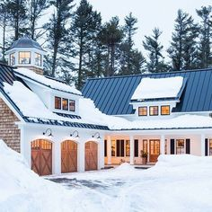 "Homes with an ""L"" shaped design always grab my attention, especially when it looks like this New England property in Maine. I'm even digging the snow outside (pun intended ) photo via @mainehomedesign #house #home #homedesign #threecargarage #maine #newengland #mainehome #newenglandhome #verynefl #newenglandliving #newenglandfineliving"