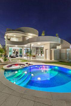 Busca imágenes de diseños de Casas estilo moderno de Arquiteto Aquiles Nícolas Kílaris. Encuentra las mejores fotos para inspirarte y crear el hogar de tus sueños.