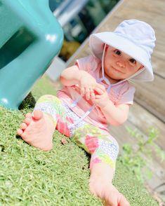 sunshine is the best medicine! ☀️ #ameliaweiss, #caterpillarcare, #caterpillars, #butterflies, #sunshine, #vitamind.