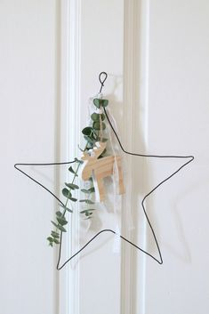 The Christmas star – Christmas Ideas Minimal Christmas, Natural Christmas, Merry Little Christmas, Noel Christmas, Scandinavian Christmas, Simple Christmas, Xmas Crafts, Christmas Projects, Navidad Natural