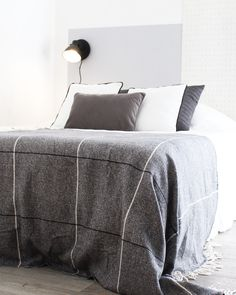 Découvrez comment créer une décoration de chambre en noir et blanc avec l'avant / après déco que j'ai réalisé pour vous !