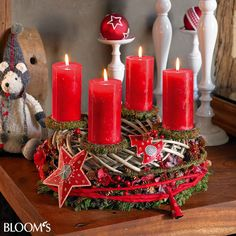 Tischkranz mit Blechaccessoires Christmas Advent Wreath, Christmas And New Year, Winter Christmas, Christmas Decorations, Table Decorations, Advent Wreaths, Advent Candles, Pillar Candles, Holidays And Events