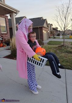 Lucy the Laundry Lady Costume - Halloween Costume Contest via @costume_works