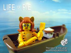 #lego noppenquader #pie #tiger minifig minifigs torte life of pi boot wasser meer food sea moc movie