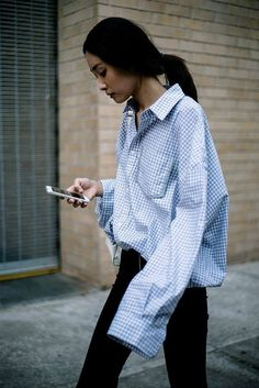 skinny jeans paired with an oversized shirt Fashion Weeks, Fashion Outfits, Fashion Trends, Fall Outfits, Mode Style, Style Me, Simple Style, Street Style Chic, Estilo Cool