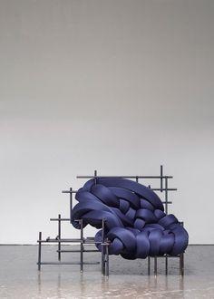 Vous devez certainement être au courant de notre coup de coeur pour le travail d'Aratani · Fay, découvert à l'occasion du salon du meuble de Milan au sein