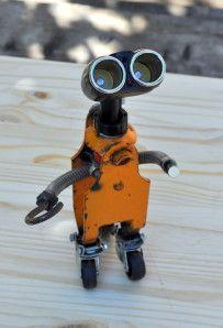 DIY upcycled little robot Metal Sculpture Artists, Steel Sculpture, Recycled Robot, Recycled Art, Miller Welding Helmet, Steampunk Robots, Metal Robot, Welding Art Projects, Arte Robot